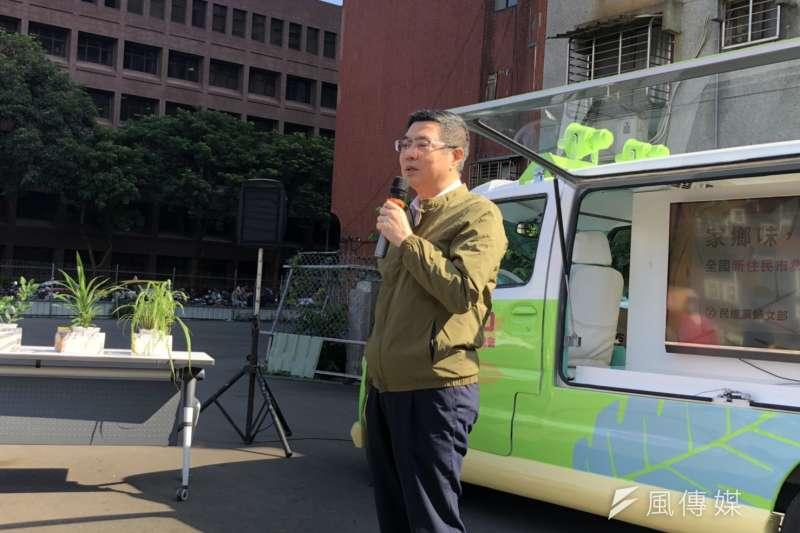 針對台北市府規劃「智慧販賣機」進入校園引發爭議,民進黨主席卓榮泰8日下午受訪直言,不希望台北市政府「善變變成常態」,會讓人民無所適從。(顏振凱攝)