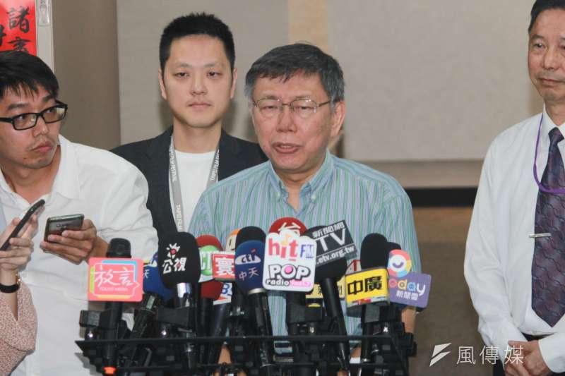 台北市長柯文哲8日上午在台北市政府受訪。(方炳超攝)