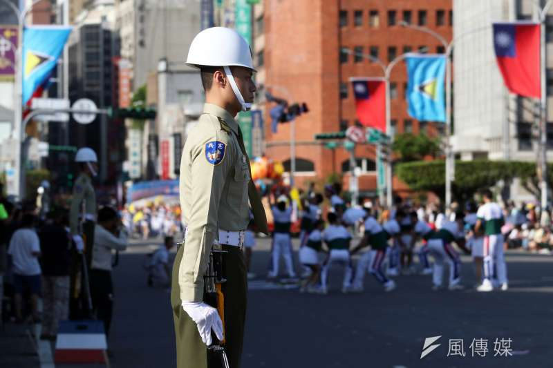 20191009-雙十國慶將至,國軍各單位加強預演。圖為府前標兵身影。(蘇仲泓攝)