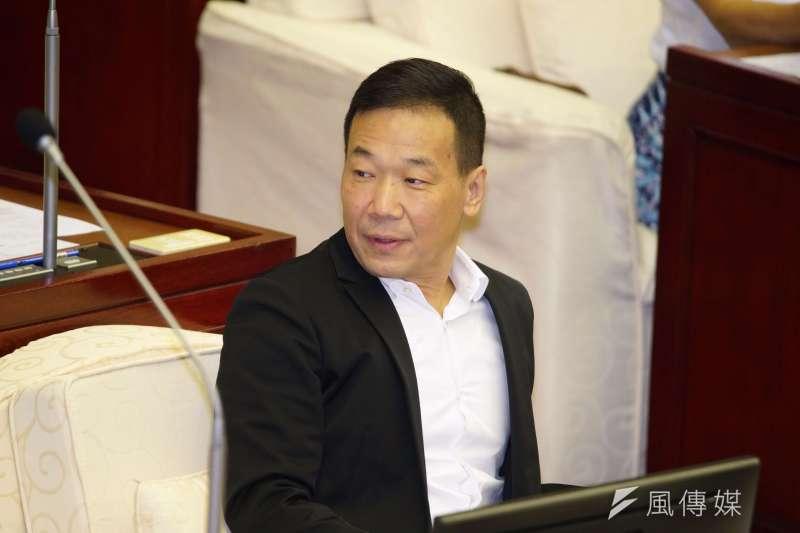 20191009-台北市議員鍾小平出席市議會質詢。(盧逸峰攝)