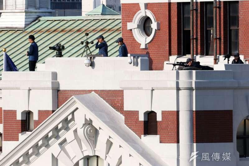 20191010-108年國慶大會,國安局特勤中心在總統府露台部署狙擊手執行反狙擊任務。(蘇仲泓攝)