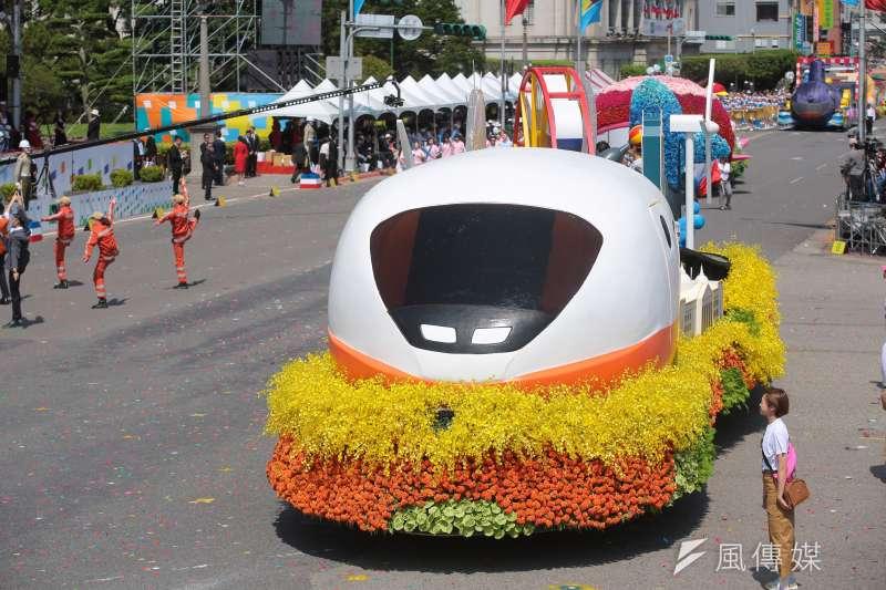 國慶大會上台灣高鐵花車。(顏麟宇攝)