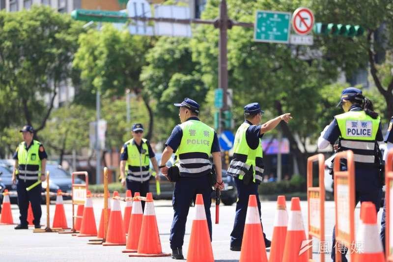 國慶日活動眾多,台北市不僅有中樞在總統府前舉行的國慶大會,還有市府舉辦的升旗典禮、花車踩街,台北市警局總動員負責維安。(台北市警察局提供)