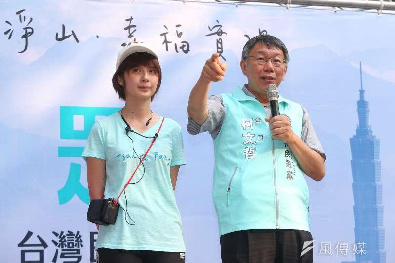 台北市長柯文哲12日出席台灣民眾黨立委參選人蔡宜芳(左)活動。(顏麟宇攝)