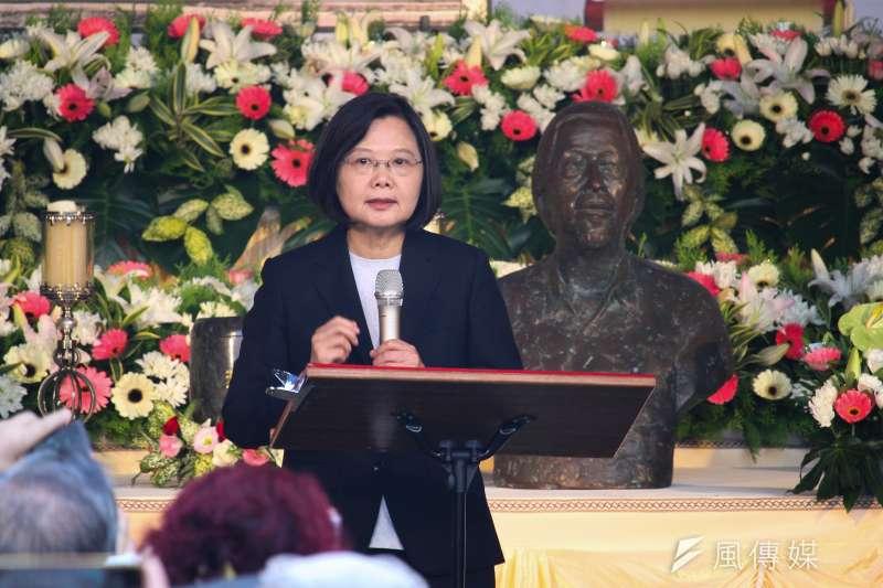 今(13)日下午民間團體發起「與史明再走一段台灣路」大遊行,下午舉行公祭時總統蔡英文(見圖)到場致意。(蔡親傑攝)