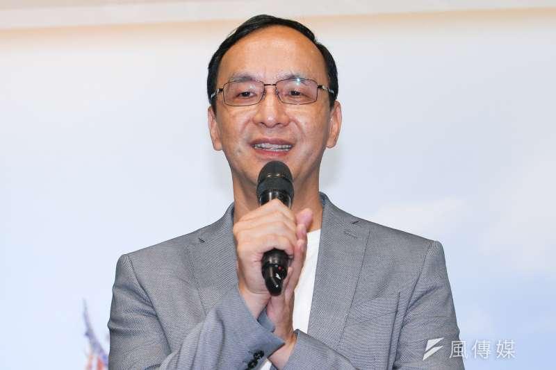 20191014-前新北市長朱立倫出席「錦繡河山少數民族風情」攝影展。(蔡親傑攝)