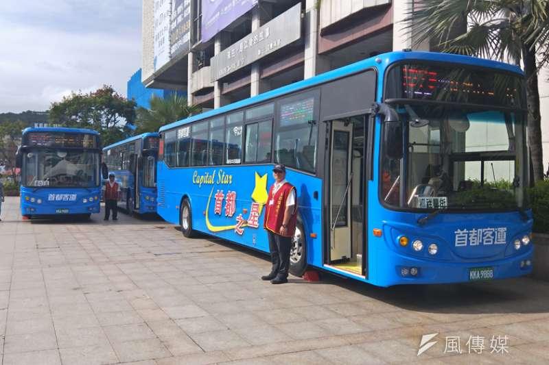 首都客運1579路線班車,採用全新的巴士,兼具通勤及觀光兩大用途。(圖/記者張毅攝)