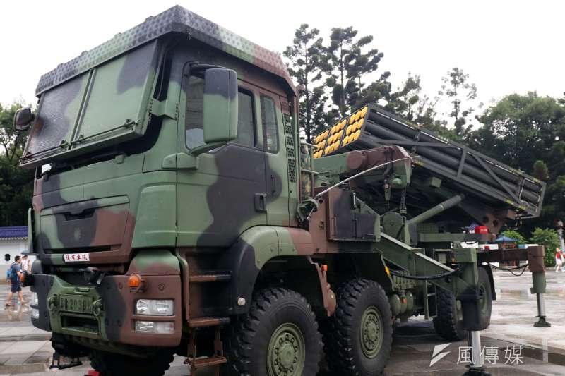 國軍近年推動國防自主不遺餘力,陸軍所裝備的雷霆2000多管火箭就是一項極具代表性的武器。圖為雷霆2000多管火箭發射車。(資料照,蘇仲泓攝)