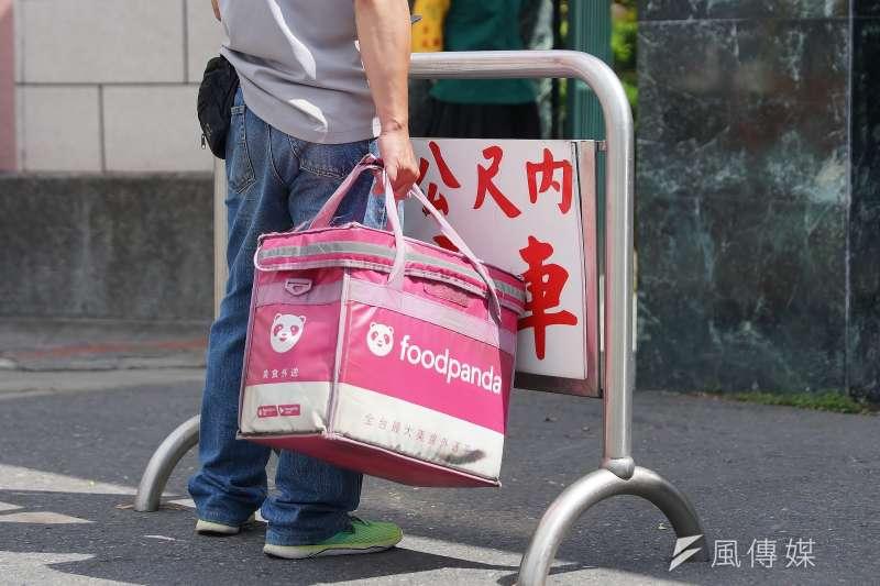 交通部公路總局15日查核3家提供餐飲外送平台服務的貨運業,以未落實安全管理各開罰9000元。(資料照,盧逸峰攝)
