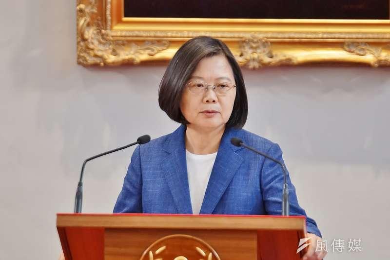 根據台灣民意基金會28日公布的最新調查,滿意民進黨「完全執政」表現的人有44%,不滿意者則達5成以上。圖為總統蔡英文。(資料照,盧逸峰攝)