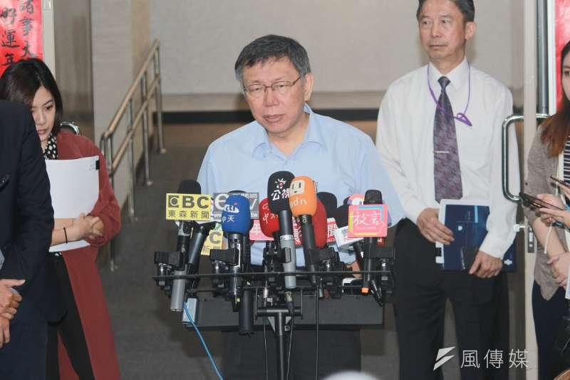 針對新北市議員嗆要拿回「民生汐止線」主導權,台北市長柯文哲15日受訪時表示,「可以去蓋啊,蓋完那段到台北市沒有任何一條捷運連接,那條就變盲腸,就是這樣」。(方炳超攝)