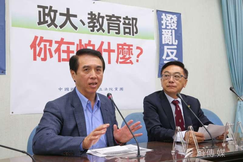 國民黨立委陳學聖(左)、陳宜民15日召開「政大、教育部你在怕什麼?」記者會。(顏麟宇攝)