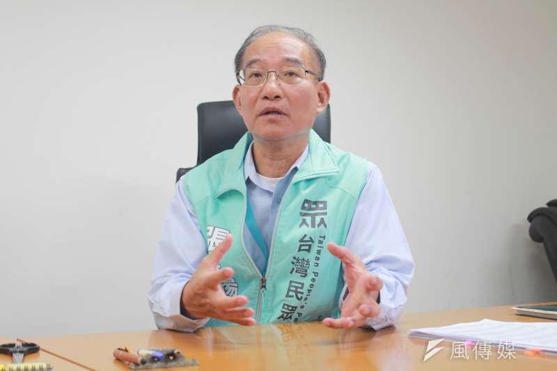 台北市政府秘書長張哲揚16日正式北市府退休,接任台灣民眾黨秘書長一職。(方炳超攝)