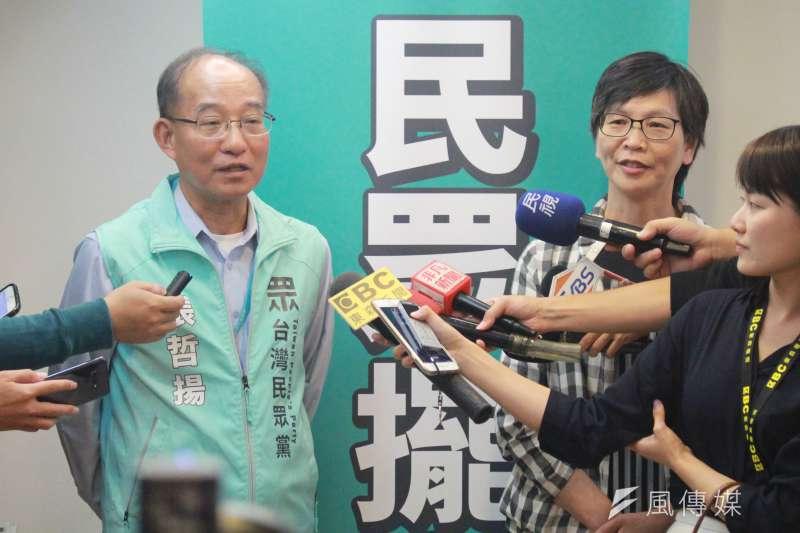 20191016-台北市政府秘書長張哲揚(左)16日正式北市府退休,接任台灣民眾黨秘書長一職。民眾黨發起人蔡壁如(右)也陪同出席。(方炳超攝)