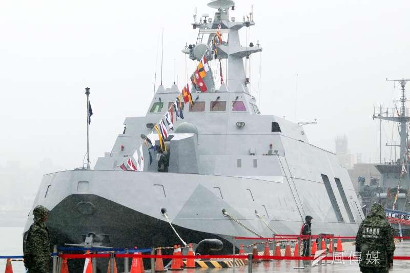 海軍除「潛艦國造」一案最受矚目,實際上包括沱江艦後續量產型、新型船塢運輸艦等艦,都預計將在幾年內陸續下水,新艦的命名同樣受到外界關注。圖為基隆港營區今年9月開放期間展示的海軍沱江軍艦。(資料照,蘇仲泓攝)