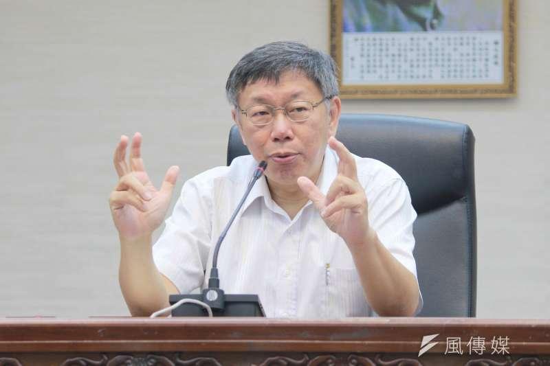 針對捷運民生汐止線議題,台北市長柯文哲16日受訪時重申,執政有優先順序,新做的就是環狀線第一優先。(方炳超攝)