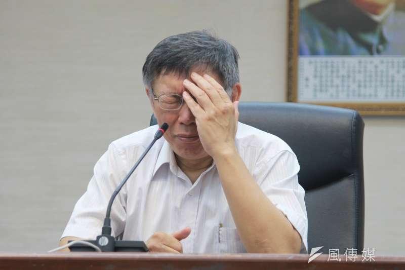 台北市長柯文哲(見圖)表示「要自焚拜託去河濱公園自焚好不好,不要在公寓裡自焚」、「憂鬱症搞自殺就算了,拜託你吃安眠藥,不要用自焚的」等言論引發眾怒。(資料照,方炳超攝)