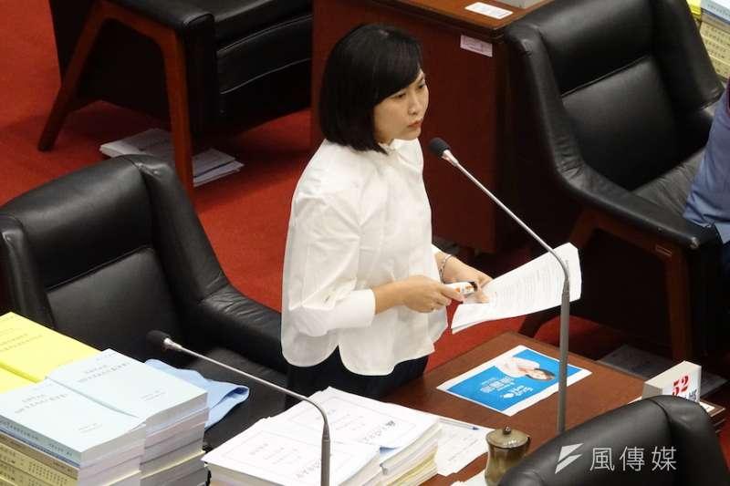 陳麗娜質詢時,希望觀光局主辦的雙十國慶活動針對不足之處改善。(圖/徐炳文攝)