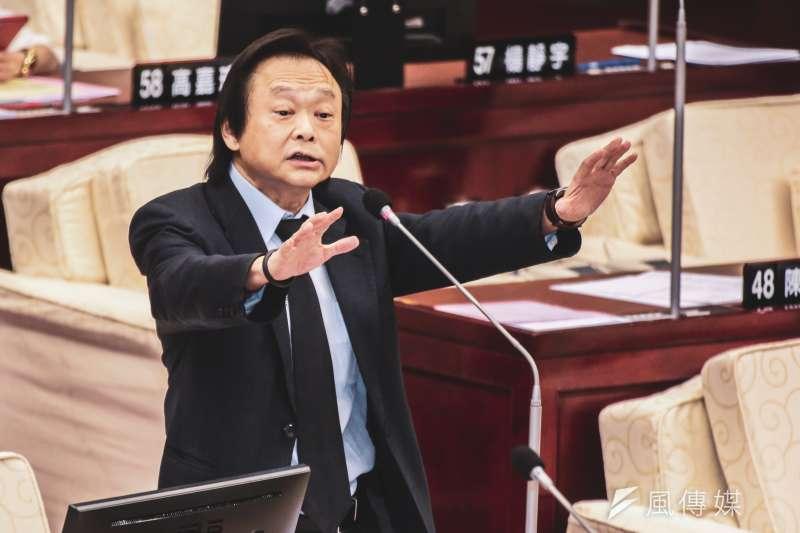 過去只要台北市議員王世堅(見圖)表示「選上就跳海」的候選人都會當選,被網友笑稱有「扶龍命格」。(資料照,簡必丞攝)