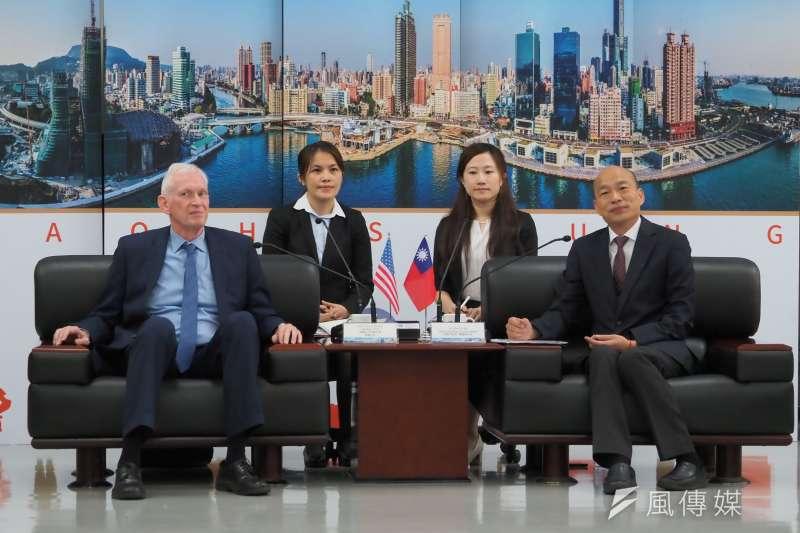 20191018-高雄市長韓國瑜(右)18日上午於高雄市政府,與美國在台協會(AIT)主席莫建(左)進行會晤。(新新聞林瑞慶攝)
