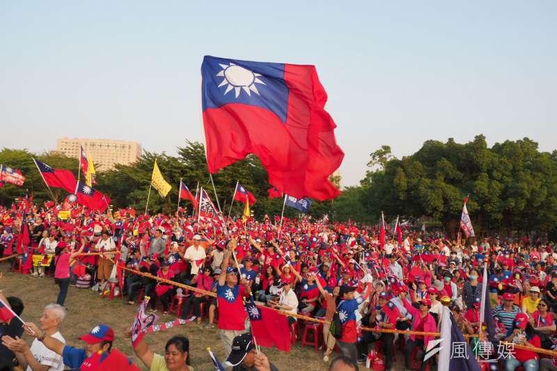 中華民國和台灣有同與異,也有等號與不等號。(圖為韓國瑜造勢國旗飛舞,新新聞林瑞慶攝)