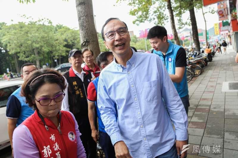 針對國民黨總統參選人韓國瑜取消訪美,前新北市長朱立倫19日受訪發表看法。(簡必丞攝)