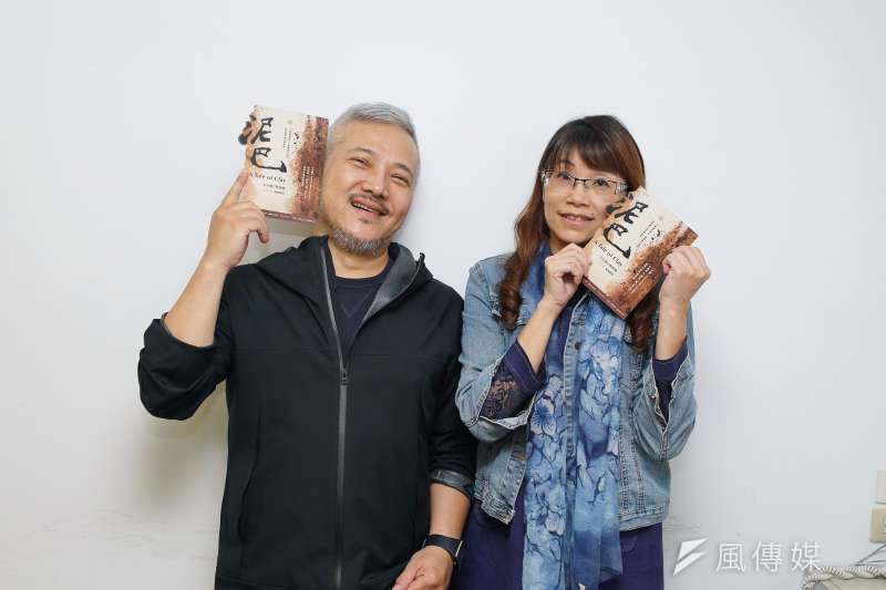 20191015-擊樂劇場《泥巴》於15日接受風傳媒專訪,導演李小平、作曲家洪千惠合影。(盧逸峰攝)