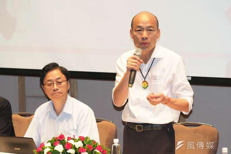 國民黨總統參選人韓國瑜(右)日前在觀光政策座談時拋出「故宮展品一次展出」構想,引發爭議。(資料照,徐炳文攝)