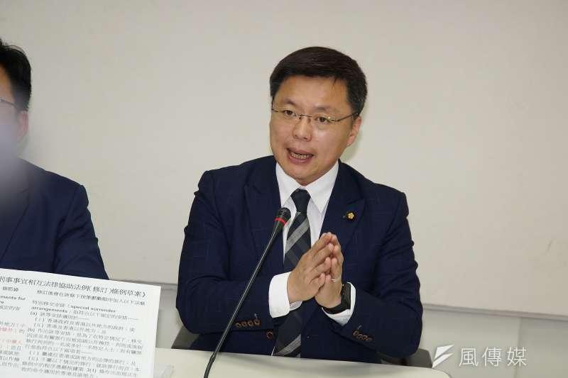 民進黨立委趙天麟批評國民黨總統參選人韓國瑜買不成的豪宅,却不談自己坐擁近五千萬的豪宅。(盧逸峰攝)