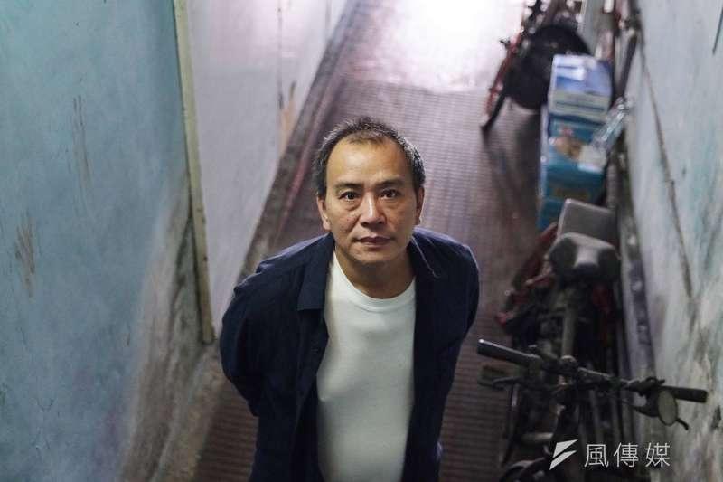 《那個我最親愛的陌生人》導演張作驥接受風傳媒專訪。(盧逸峰攝)