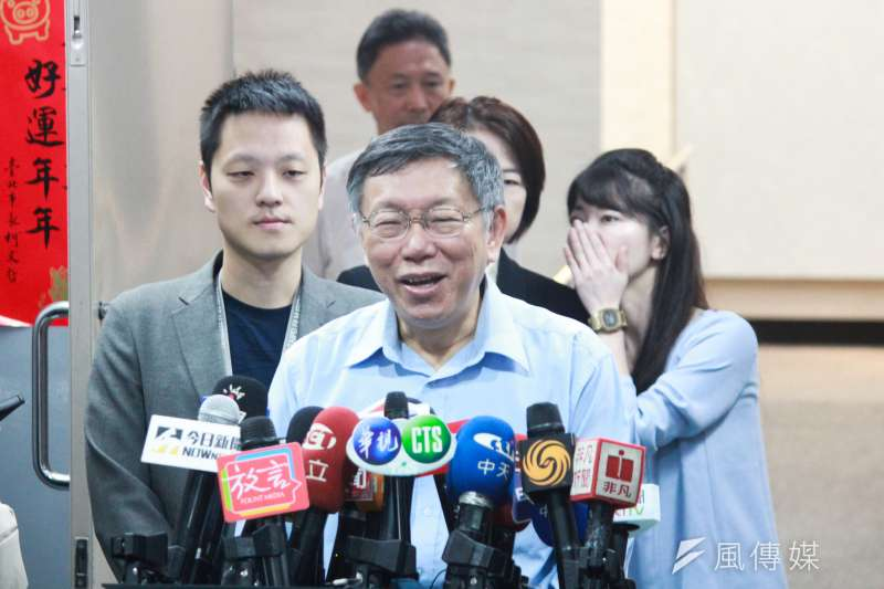 台北市長柯文哲22日在台北市政府市政會議前受訪。(方炳超攝)