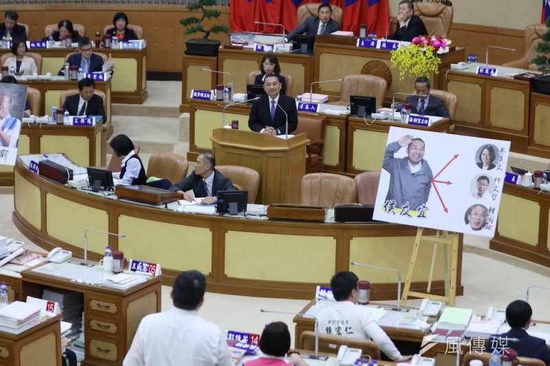 新北市長侯友宜今(22)日上午接受議會總質詢。(圖/李梅瑛攝)