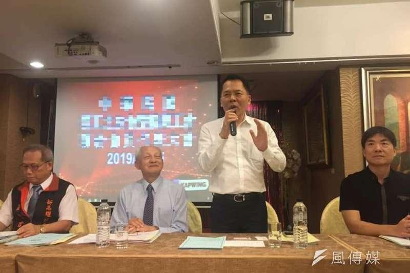 勞工局長王秋冬(右二)呼籲,外送平台與運送服務工作者可籌組或加入工會,以保障現階段的勞動權益。(圖/徐炳文攝)