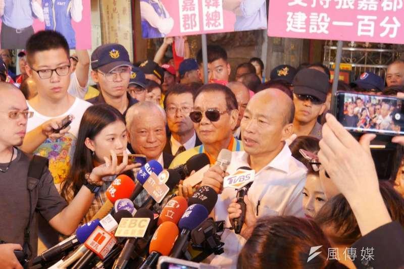 20191024-國民黨總統參選人韓國瑜日前展開傾聽之旅,24日來到雲林縣,下午到台西安西府參拜,並接受媒體訪問。(潘維庭攝)