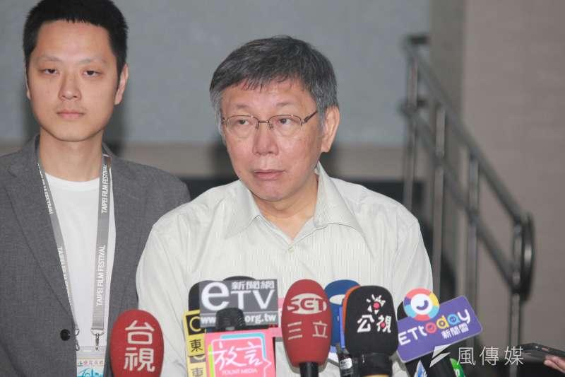 針對西藏「自焚」一說,台北市長柯文哲25日上午出席北市府交通會報受訪時,仍堅稱自己沒有失言。(方炳超攝)