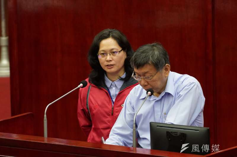 民眾黨19日公布不分區立委提名名單,台北市勞動局長賴香伶(左)位居首位。(資料照,盧逸峰攝)