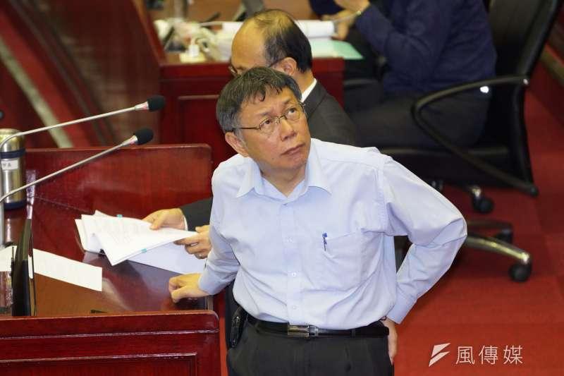 台北市長柯文哲(見圖)29日在市議會備詢時,被問到總統蔡英文提出的政見「8年20萬戶公宅」是否可能達成時說「不可能」,再度引發與中央論戰。(資料照,盧逸峰攝)
