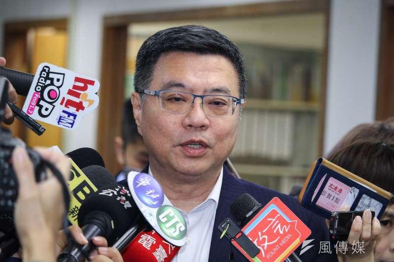 20191030-民進黨主席卓榮泰30日出席民進黨中常會,並於會前受訪。(蔡親傑攝)