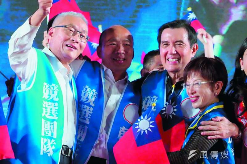 選情緊繃,韓國瑜(左二)向仍是黨內天王之一的馬英九(右二)表達和解誠意。(林瑞慶攝)
