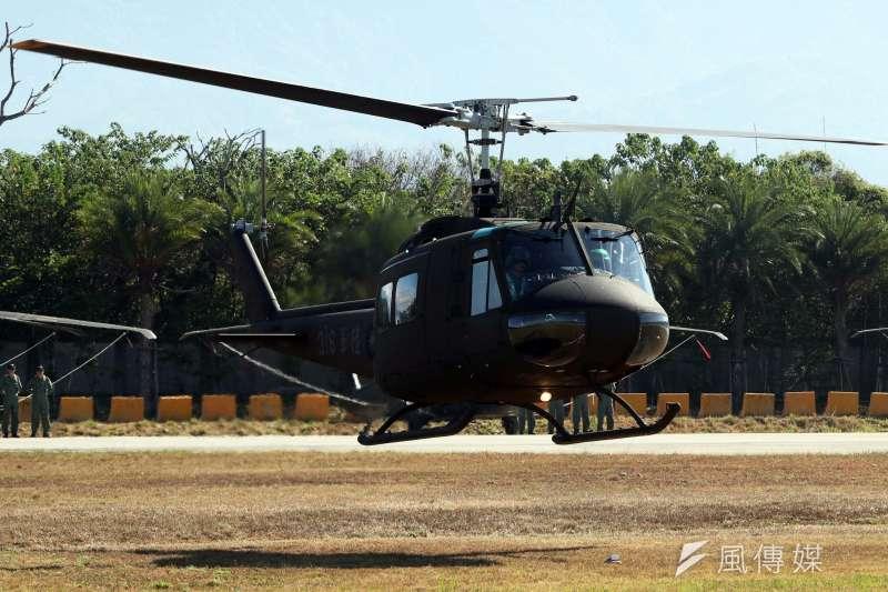 在國軍服役近50年的UH-1H通用直升機30日正式除役,除陸航部隊為主力大宗外,包括空軍救護隊、內政部空中勤務總隊都有其身影,歷年來執行的任務不計其數。(蘇仲泓攝)
