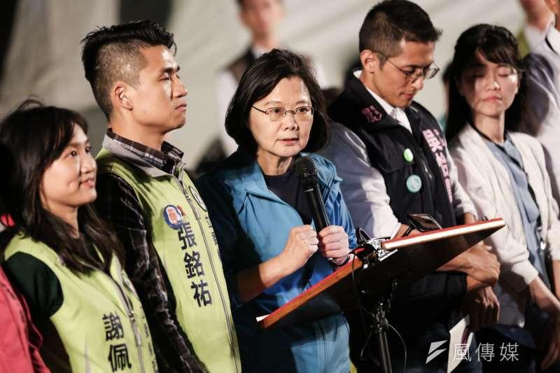 20191101-總統蔡英文1日出席民進黨青年競總開幕『給台灣的一封信,為台灣加油-與總統談心之夜』。(簡必丞攝)