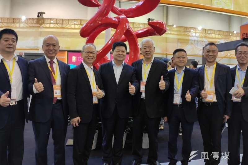 中央台辦副主任龍明彪參觀展場後,對於此次文化博覽會給予高度肯定。(圖/楊經緯攝)
