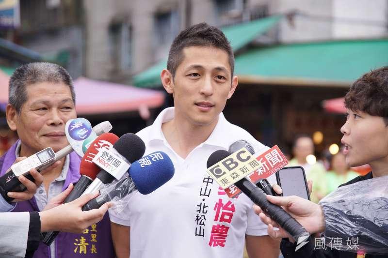 20191103-立委參選人吳怡農3日前往濱江市場拜票。(盧逸峰攝)