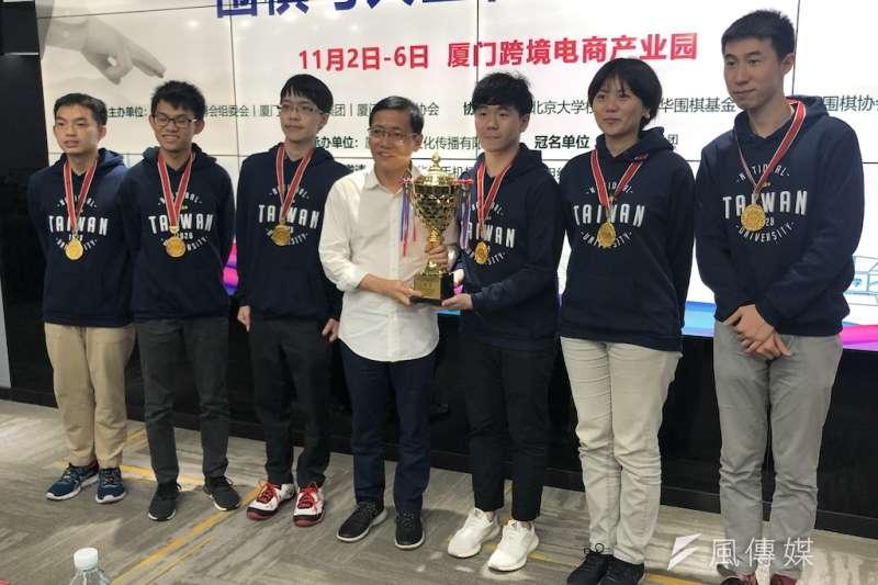 台灣大學參賽團隊獲獎合照。(圖/楊經緯攝).