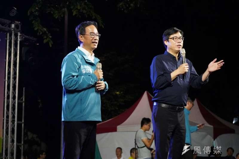 立委李昆澤(左)在高雄市三民區寶德里廣場舉辦「咱的高雄、台灣的歌」歌唱晚會。(圖/徐炳文攝)