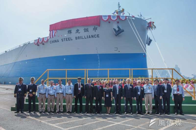台灣國際造船公司在2號碼頭舉行中鋼運通公司訂造208,000載重噸原料專輪-中鋼光輝輪命名典禮。(圖/徐炳文攝)