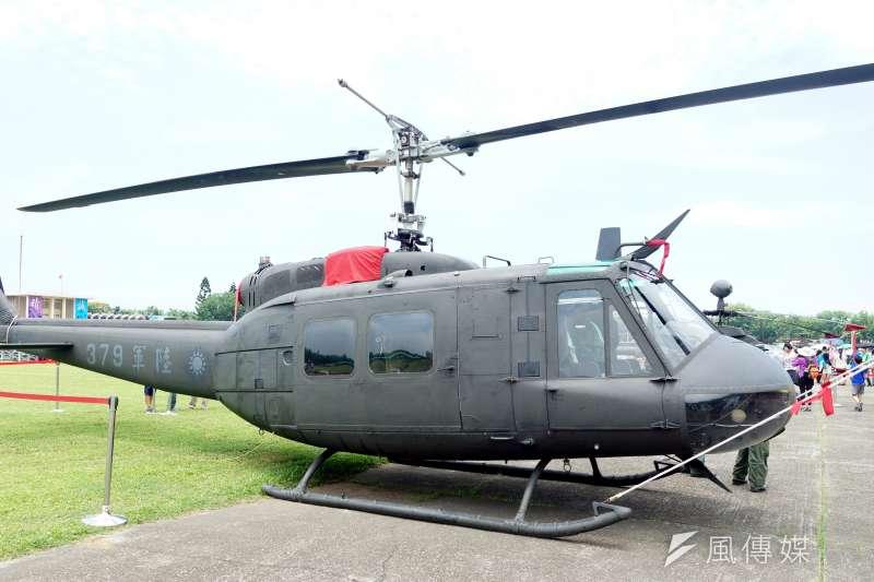 在台服役近半世紀的UH-1H日前在台中新社陸航602旅正式除役,有「空中計程車」稱號的老U,乘載多少機組員、國人的青春歲月,終走入歷史。(蘇仲泓攝)