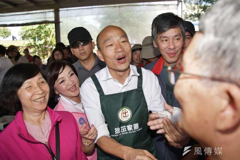 20191107-國民黨總統參選人韓國瑜7日參訪拙茁家園,與農民互動。(盧逸峰攝)