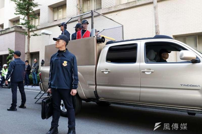 國安局特種勤務中心7日舉行「第15屆總統、副總統候選人安全維護專精訓練結訓暨編組典禮」。圖為候選人乘車掃街動態演練。(蘇仲泓攝)