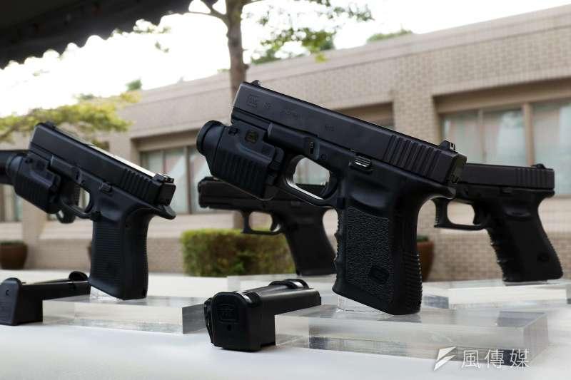 20191107-國安局特勤中心7日舉行「安維7號專精訓練結訓編成典禮」,現場展示Glock19手槍。(蘇仲泓攝)